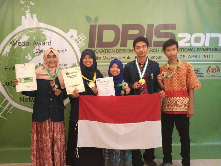 Mahasiswa Departemen Kimia UNDIP Mendapatkan 3 Medali Emas dalam Ajang Innovation Design Research International Symposium(IDRIS) 2017 di Malaysia